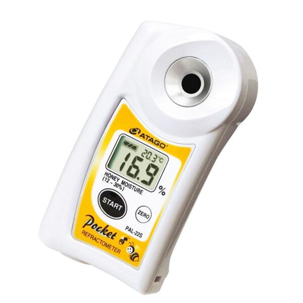 Digital refractometer for honey